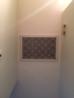 unobstructed return vent on ceiling